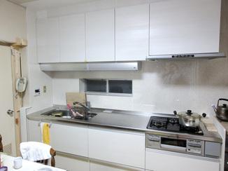 キッチンリフォーム 収納を増やし、調理場を広げて使いやすいキッチンに
