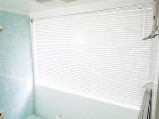 小工事 短時間で浴室にブラインド取り付け