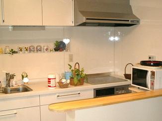 キッチンリフォーム 簡単な食事もその場で行える便利なキッチン