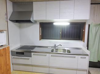 キッチンリフォーム すっきりした明るい空間を生み出すキッチン