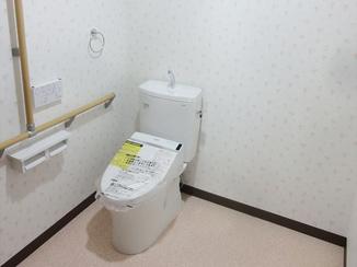 トイレリフォーム 増築よりも低コストで、将来の介助を考えた広いトイレ空間に