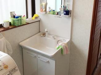 洗面リフォーム 収納を確保して広く使い勝手が良くなった洗面