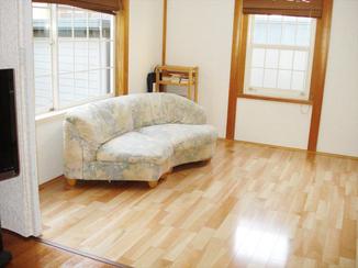 内装リフォーム 畳からフローリングへ。リビングと和室を一間の雰囲気に