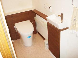 トイレリフォーム 壁一面をアクセントにしてオシャレになったトイレ