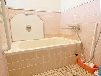 バスルームリフォーム ぐっと広がった浴槽が嬉しい、在来工法のお風呂