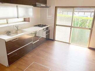 キッチンリフォーム 床なりを解消し、機能的でお手入れをしやすくしたキッチン