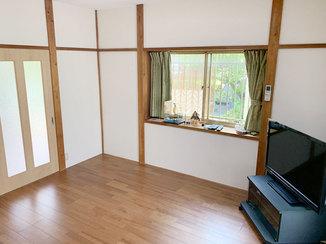 内装リフォーム 体への負担を少なく過ごせる、光の差し込む洋式の部屋