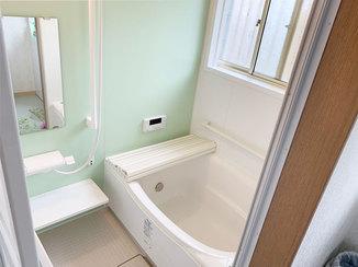 バスルームリフォーム すべりにくい床と手すりで転倒を防ぐ浴室