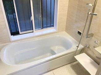 バスルームリフォーム 窓を狭めて熱を逃がさない、ぽかぽかでお手入れしやすいバスルーム