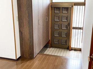 内装リフォーム シューズクロークでスッキリ収納!便利でキレイになった玄関まわり