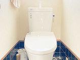 トイレリフォーム既設のタイルと調和した明るいトイレ