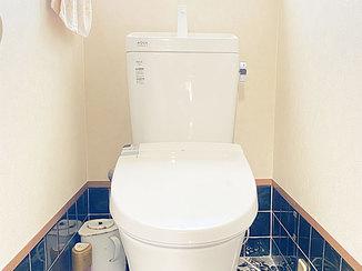 トイレリフォーム 既設のタイルと調和した明るいトイレ