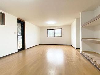 内装リフォーム 床を下げ高さを確保した、新設の遊び心あるお部屋