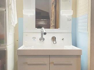 洗面リフォーム 腰に負担を与えない高さの洗面台と、使いやすいキッチン水栓