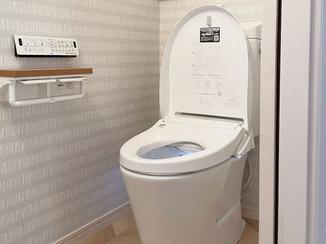 トイレリフォーム アクセント壁紙が雰囲気を一新したトイレ