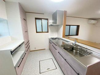 キッチンリフォーム 経年劣化したキッチンを明るく綺麗にリフォーム